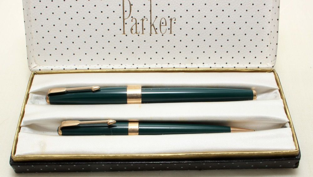 9191 Parker 17 Super Double Set in Green. Mint and Boxed. Medium Nib.