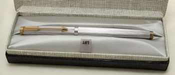9211 Parker 75 in Fluted Silver Plate. Smooth Fine Nib. Mint and Boxed