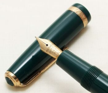 9292 Parker Duofold in Green. Smooth Fine Nib.