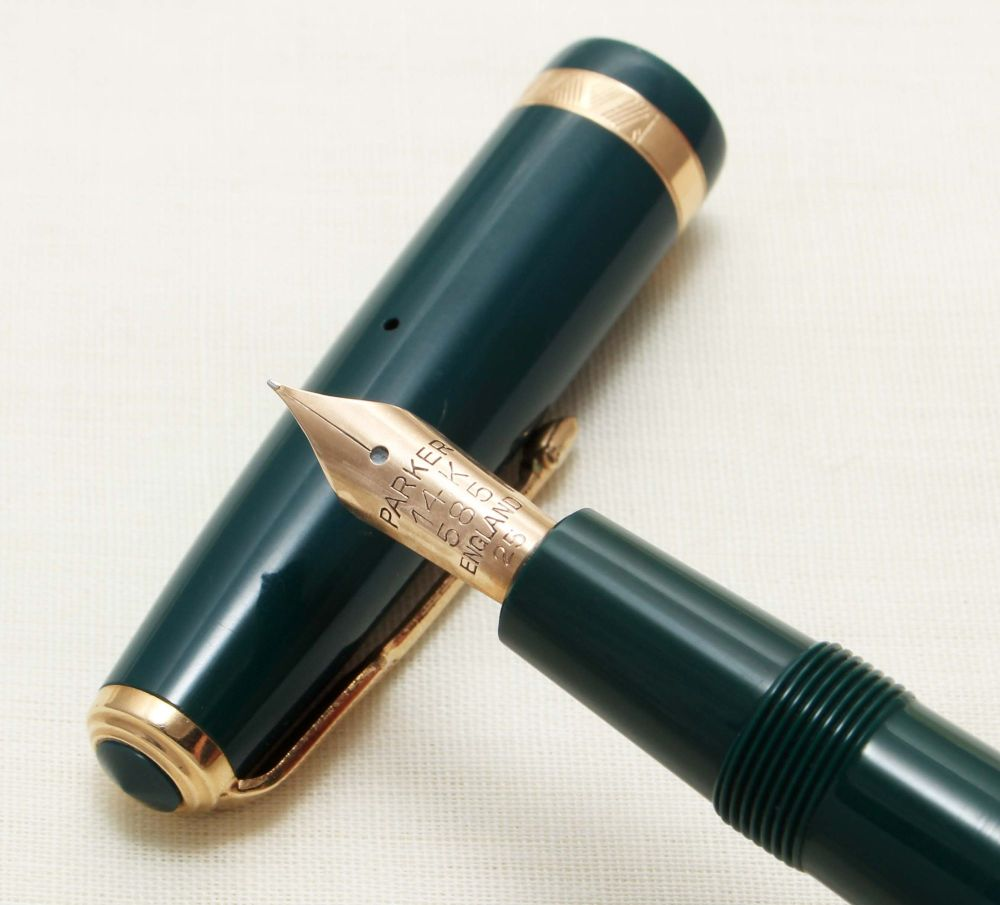 9293 Parker Duofold in Green. Smooth Fine Nib.