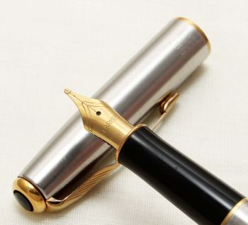 9314 Parker Sonnet Fountain Pen in Brushed Stainless Steel. Broad FIVE STAR Nib.