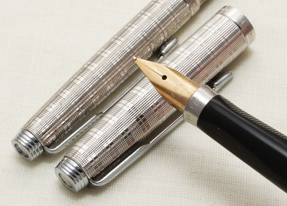 9318 Parker 75 Fountain Pen and Ball Pen set in Chiselled Tartan. Medium FI