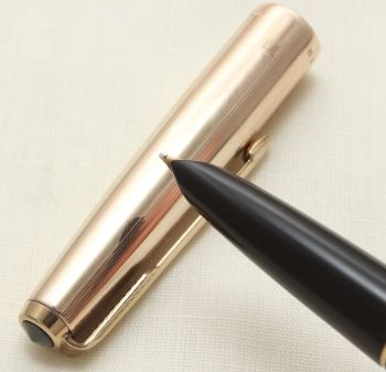 9339 Parker 51 Aerometric MkIII in Black with a Rolled Gold Cap. Smooth Medium FIVE STAR Nib.