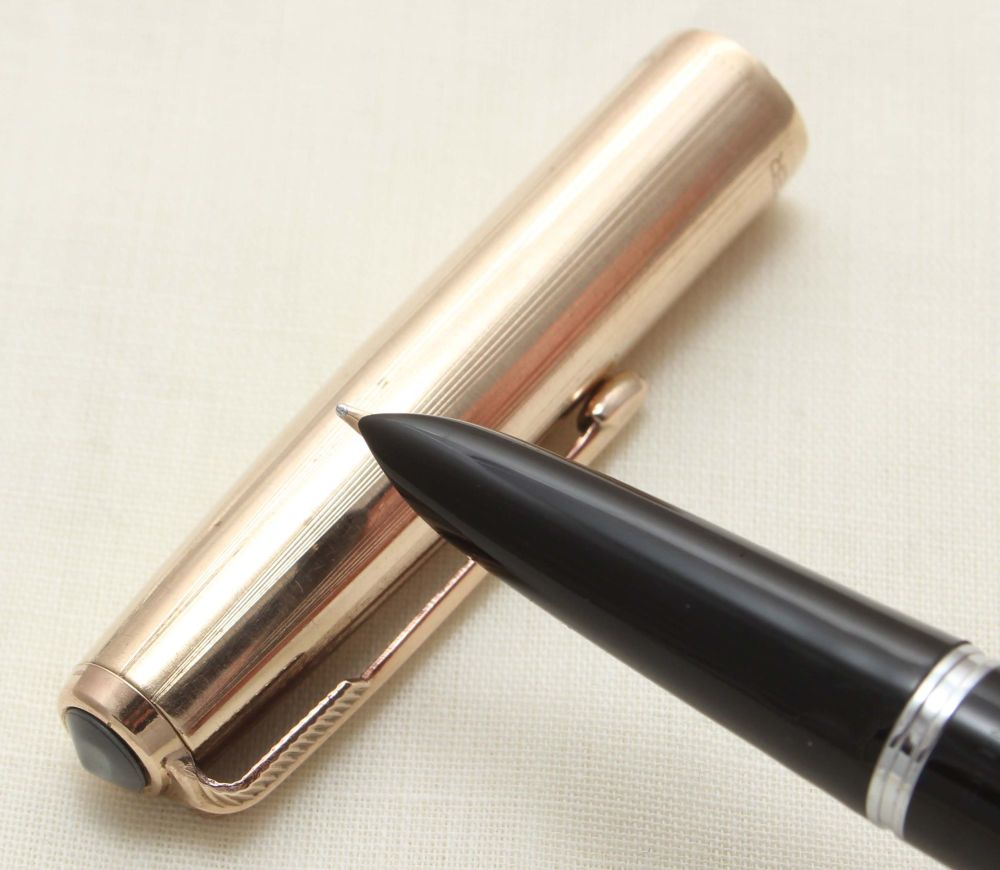 9147 Parker 51 Aerometric in Black with a Rolled Gold Cap. Medium FIVE STAR