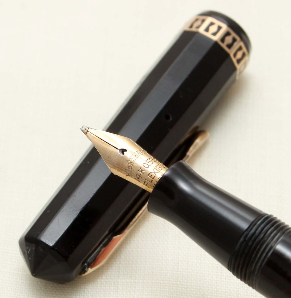9345 Wahl Eversharp Doric Fountain Pen in black celluloid. Broad Italic Ful