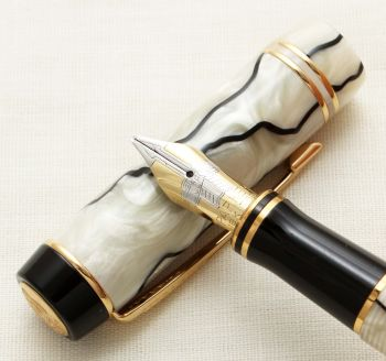 9346 Parker Duofold Mini Fountain Pen in Black and Pearl marble, Medium Italic FIVE STAR Nib. Mint and Boxed.