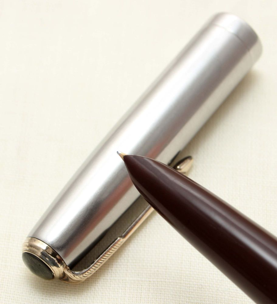 9355 Parker 51 Vacumatic in Burgundy with a Lustraloy Cap. Smooth Fine FIVE