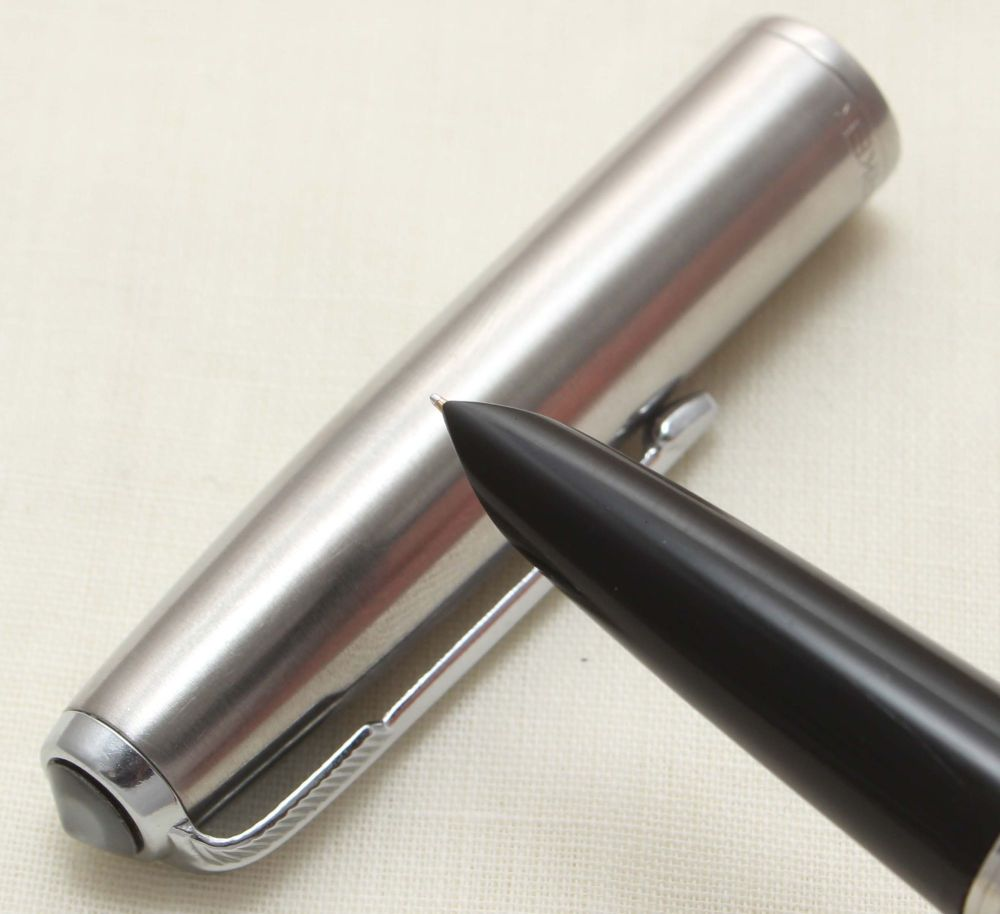 9370 Parker 51 Aerometric in Black with a Lustraloy Cap, Smooth Medium FIVE