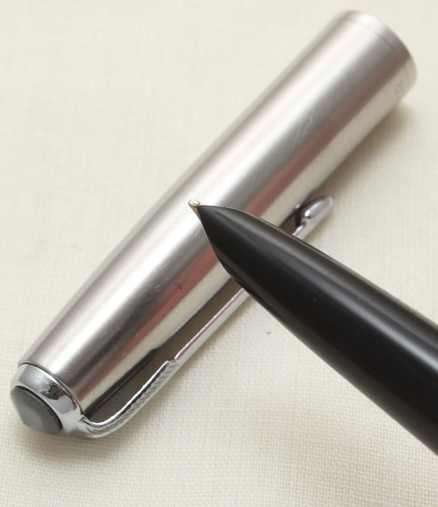 9368 Parker 51 Aerometric in Black with a Lustraloy Cap, Smooth Medium FIVE
