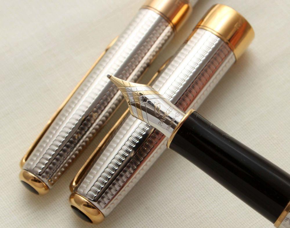 9405 Parker Sonnet Fountain Pen and Ball Pen Set in Cascade Silver. Mint, 1