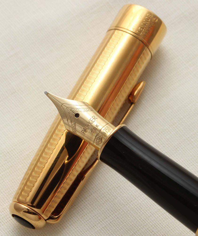 9409 Parker Sonnet Fountain Pen in Cascade Gold. 18ct Medium Nib.