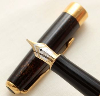 9412 Parker Sonnet Fountain Pen in Chinese Laque Vision Fonce. 18ct Medium Nib.