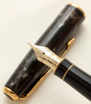 9413 Parker Sonnet Fountain Pen in Laque Moonbeam. 18ct Fine Nib.