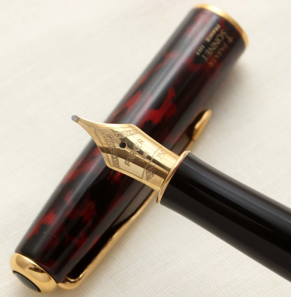 9415 Parker Sonnet Fountain Pen in Laque Firedance. 18ct Broad Nib.