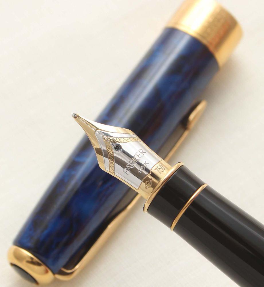 9420 Parker Sonnet Fountain Pen in Premier Blue Laque. 18ct Medium Nib.
