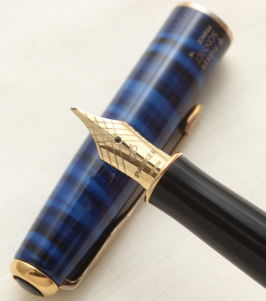 9421 Parker Sonnet Fountain Pen in Deep Blue Laque. 18ct Fine Nib.