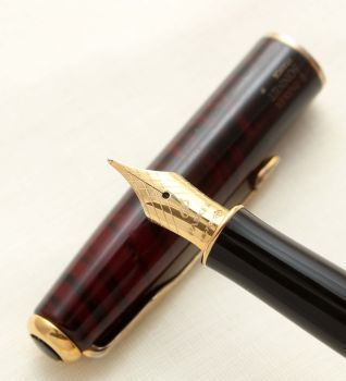 9424 Parker Sonnet Fountain Pen in Red Laque. 18ct Broad Nib.