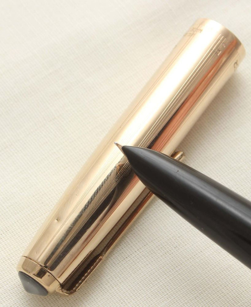 9436 Parker 51 Aerometric in Black with a Rolled Gold Cap. Smooth Fine Nib.