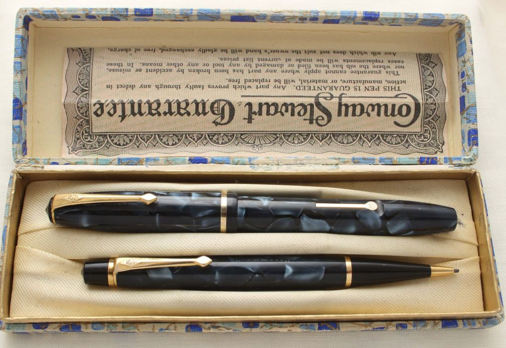 9475 Conway Stewart No.14 Fountain Pen and No.3 Nippy Propelling Pencil Set