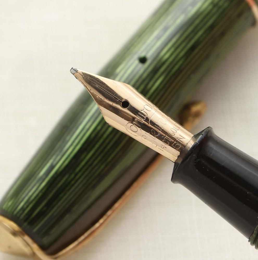 9478 Conway Stewart No.36 Fountain Pen in Lined Green, Superb Medium Italic