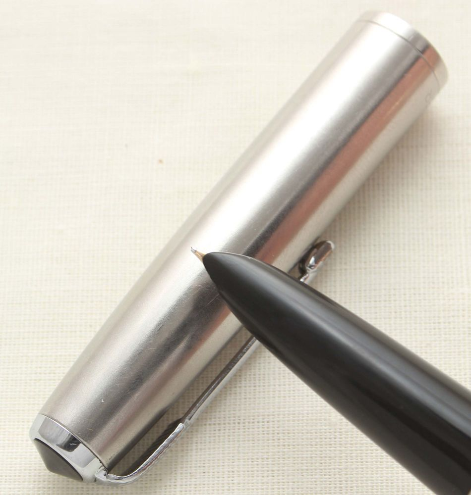 9369 Parker 51 Aerometric in Black with a Lustraloy Cap, Smooth Fine FIVE S