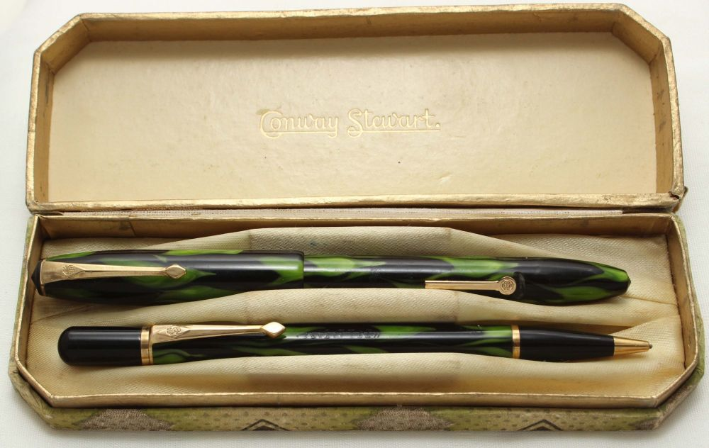 9532 Conway Stewart No.17 Fountain Pen and Nippy Propelling Pencil Set in G