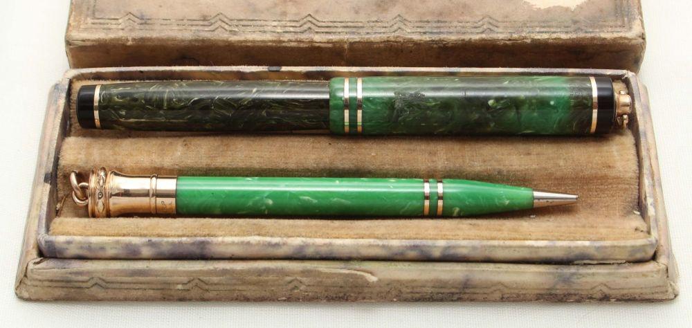 9533 Wahl Eversharp No.2 Fountain Pen and Pencil set in Jade Green. Medium