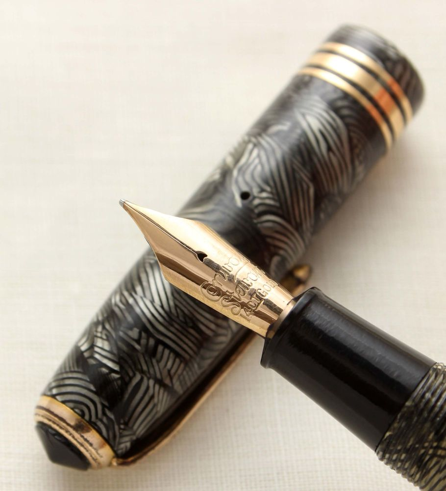 9560 Conway Stewart No.58 in Hatched Grey Marble, Medium FIVE STAR Nib.