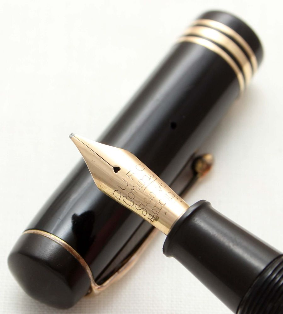 9565 The Conway Stewart pen in Classic Black. Medium Italic FIVE STAR Nib.