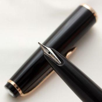 9589 Montblanc No.31 Piston filling Fountain Pen in Classic Black. Medium FIVE STAR Nib.