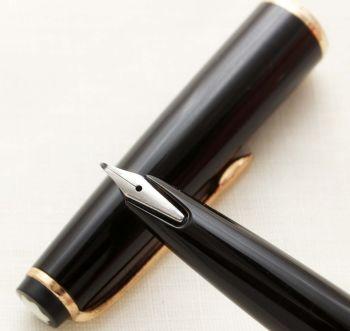 9592 Montblanc No.31 Cartridge / Converter filling Fountain Pen in Classic Black. Medium FIVE STAR Nib.