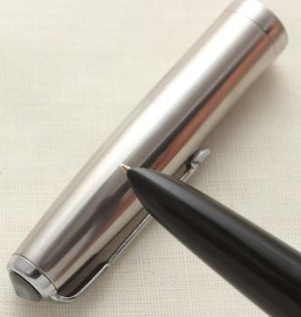 9635 Parker 51 Aerometric in Black with a Lustraloy Cap, Smooth Medium FIVE STAR Nib.