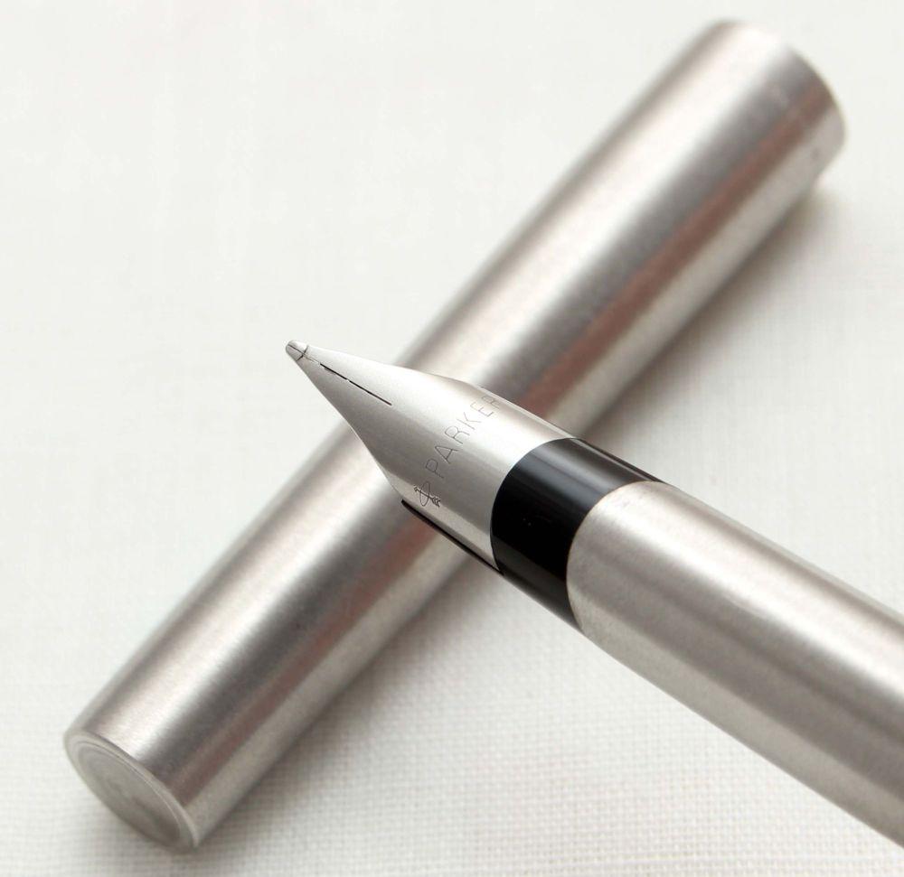 9664 Parker 105 Flighter Fountain Pen. Medium FIVE STAR Nib.