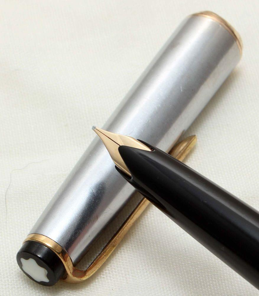 9697 Montblanc No.32-S Piston filling Fountain Pen in Classic Black. Medium