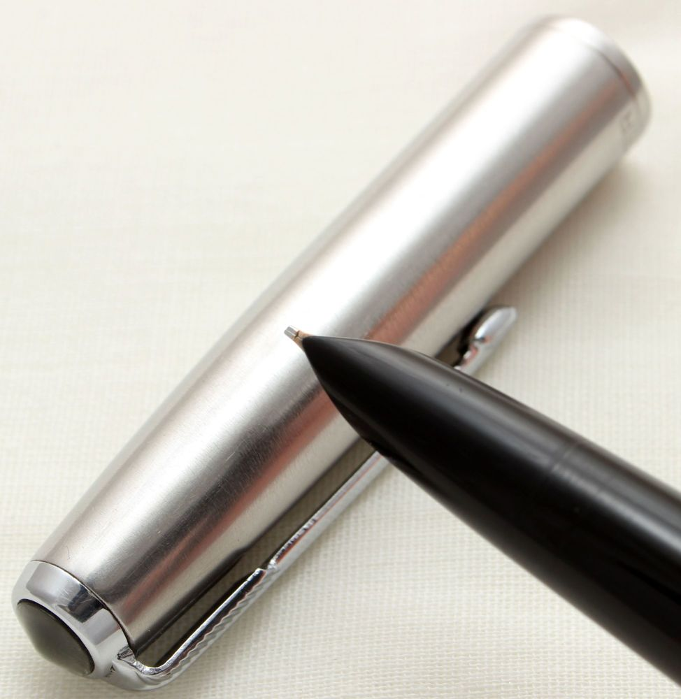 9728 Parker 51 Aerometric in Black with a Lustraloy Cap, Smooth Fine Italic