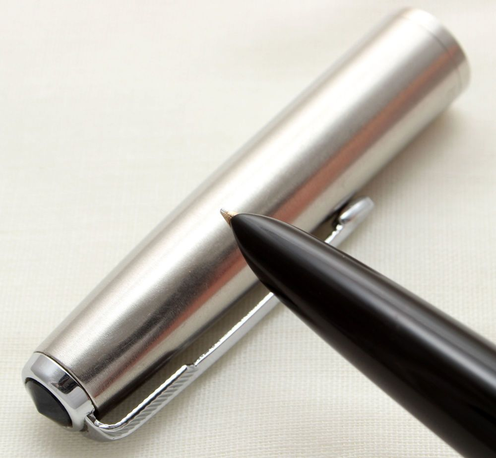 9729 Parker 51 Aerometric in Black with a Lustraloy Cap, Smooth Fine FIVE S