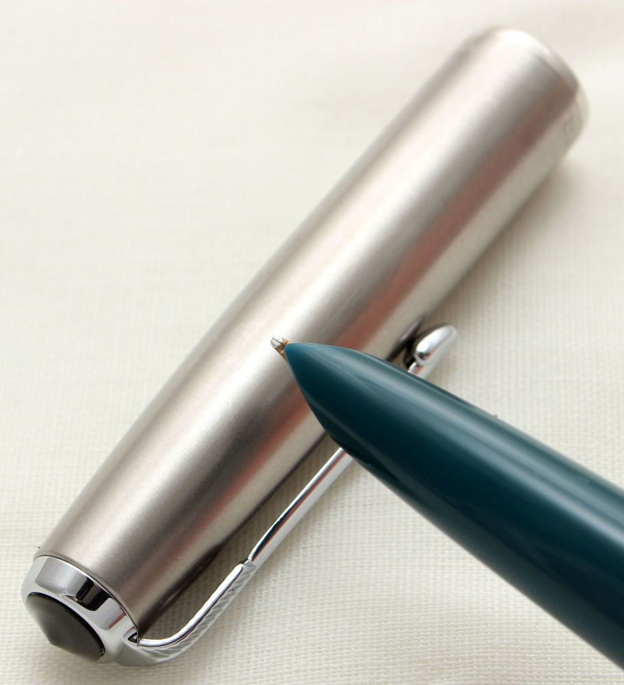 9730 Parker 51 Aerometric in Teal Blue with a Lustraloy Cap, Smooth Fine FI