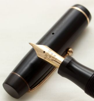 9747 Parker Victory Mk I in Classic Black, c1935. Smooth Fine Italic FIVE STAR Nib.
