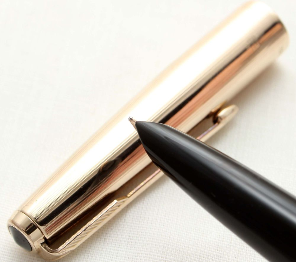 9777. Parker 51 Aerometric MkIII in Classic Black with a Rolled Gold Cap, S