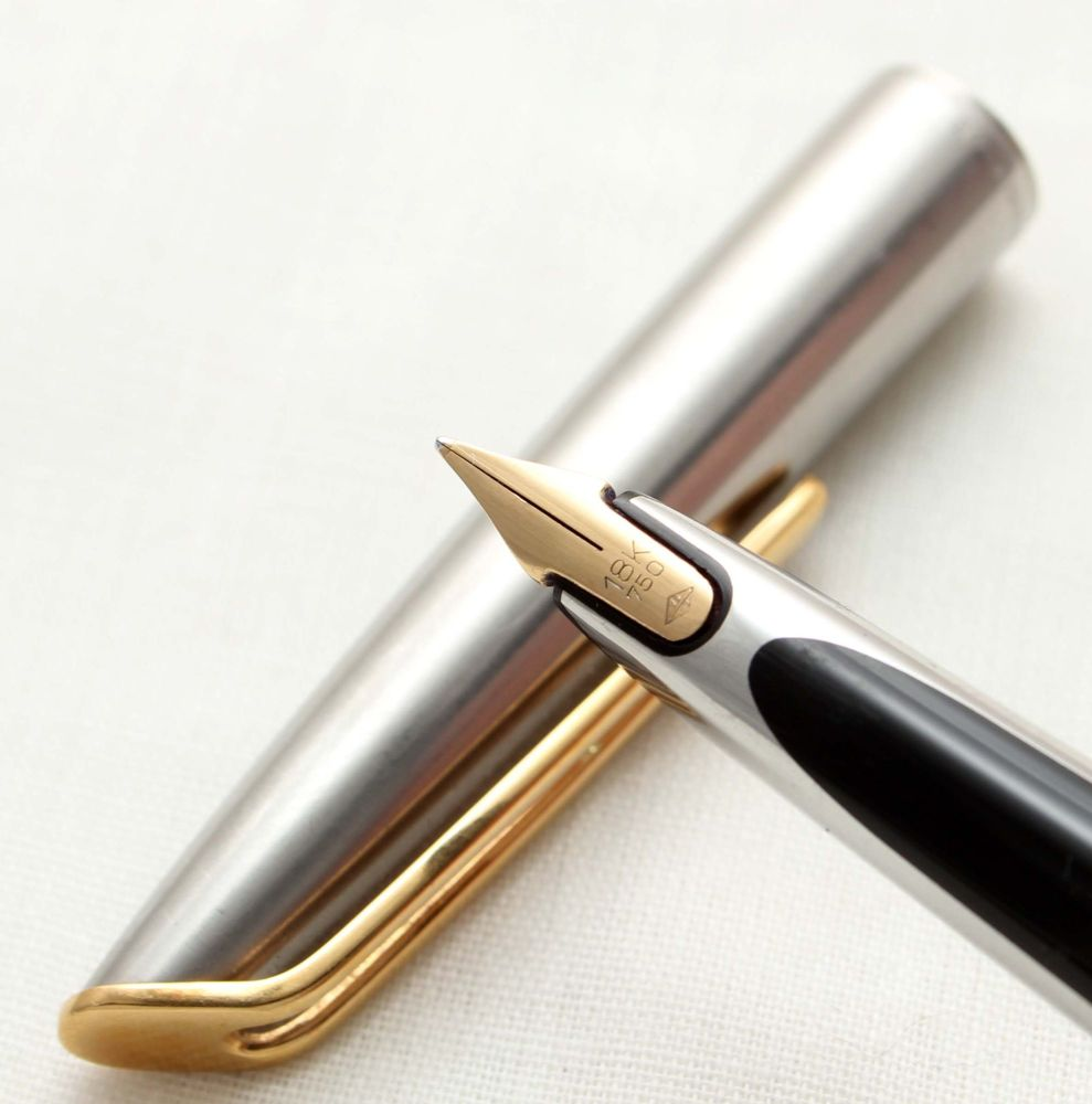 9782 Watermans CF Fountain Pen in Brushed Stainless Steel. Smooth Medium FI