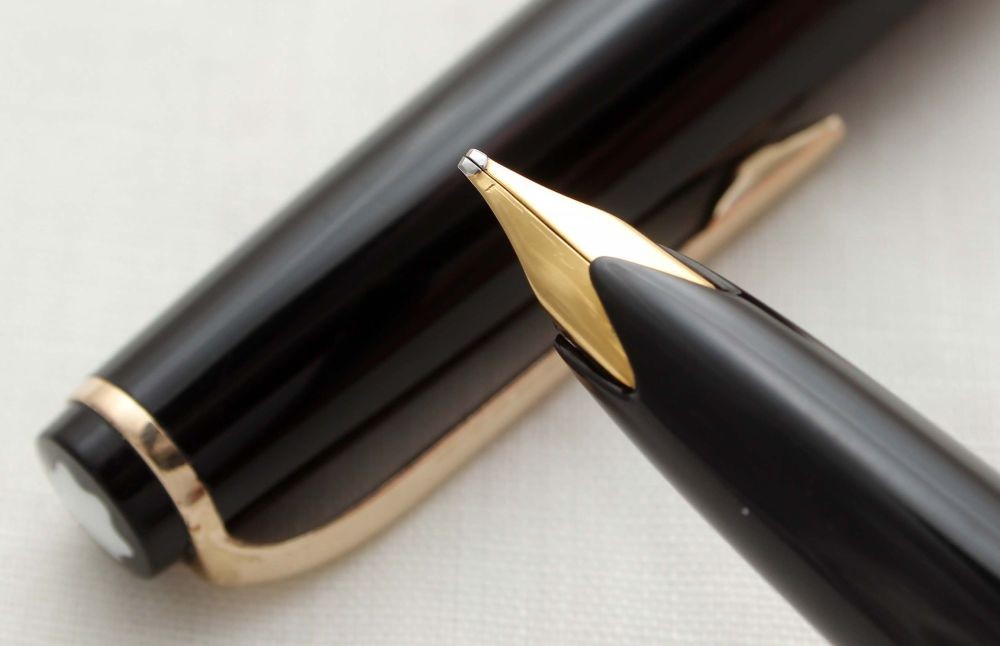9798 Montblanc No.14 Piston filling Fountain Pen. Broad FIVE STAR Nib.