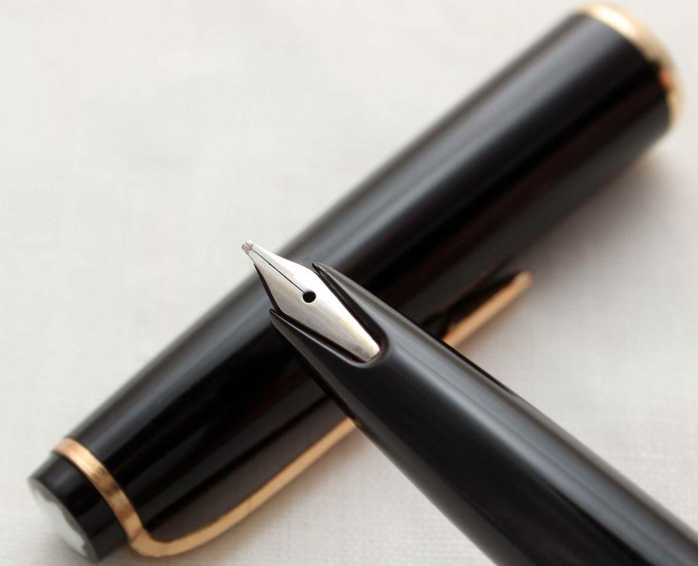 9799 Montblanc No.31 Piston filling Fountain Pen in Classic Black. Medium F