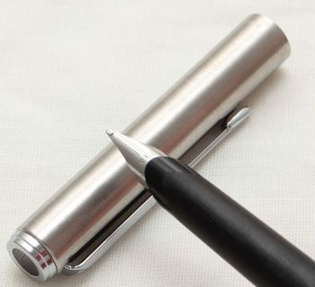 9818 Parker 95 Flighter Fountain Pen in Brushed Stainless Steel. Fine Nib.