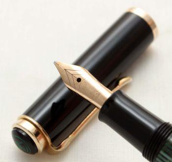 9830 Pelikan 400 Fountain Pen in Black and Green with Gold Filled Trim. Medium Italic FIVE STAR Nib.