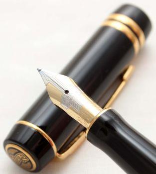 9846 Parker Duofold International Fountain Pen in Classic Black, Medium FIVE STAR Nib.