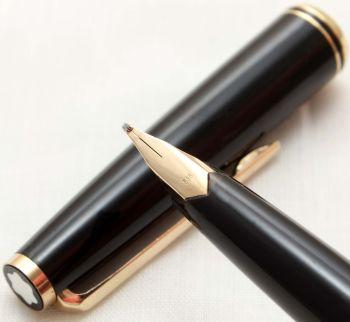 9877 Montblanc No.22 Piston filling Fountain Pen in Classic Black. Medium Italic Semi Flexible FIVE STAR Nib.