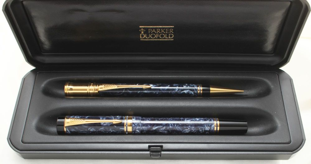 9894 Parker Duofold International Fountain Pen and Pencil Set in Blue Marbl