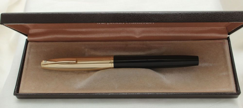 9894 Sheaffer Imperial Fountain Pen in Black with a Rolled Gold Cap. Smooth