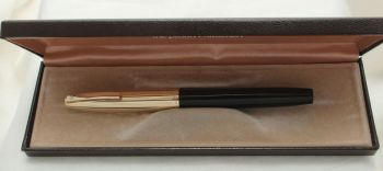 9894 Sheaffer Imperial Fountain Pen in Black with a Rolled Gold Cap. Smooth Medium FIVE STAR Nib. Mint and Boxed.Nib.