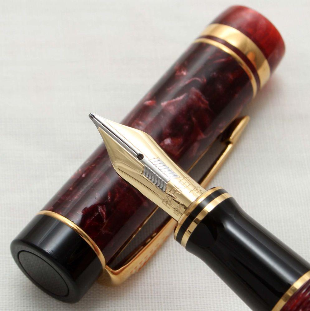 9916 Parker Duofold International Fountain Pen in Burgundy Marble,  Fine FI